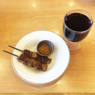 赤ワインとアロスティチーニ