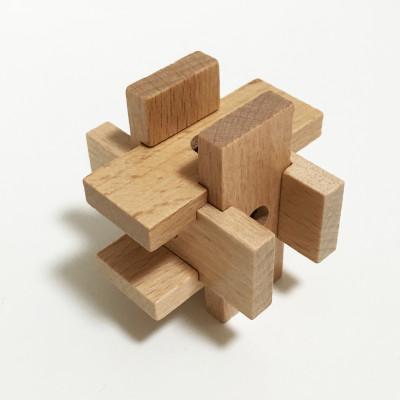 ガチャでゲットした木製立体パズ...
